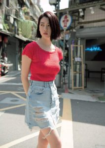 三吉綾香の普段着の写真