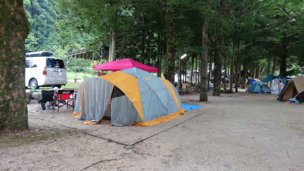 キャンプ場サイトテント