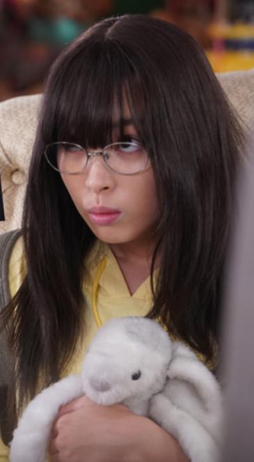 関水渚さんがメガネを掛けているところ