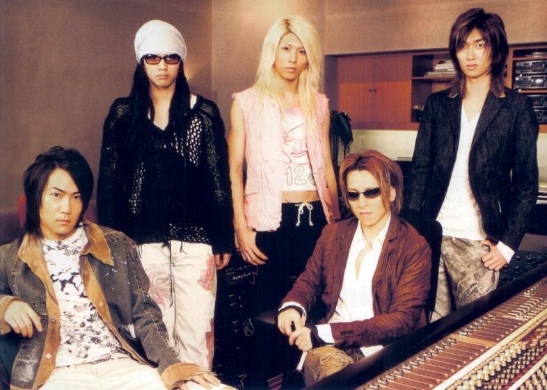 4人組ロックバンド「TRAX」