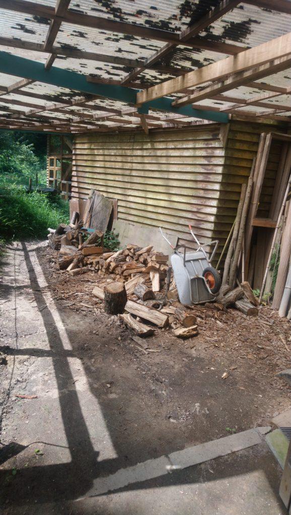 薪が置いている場所