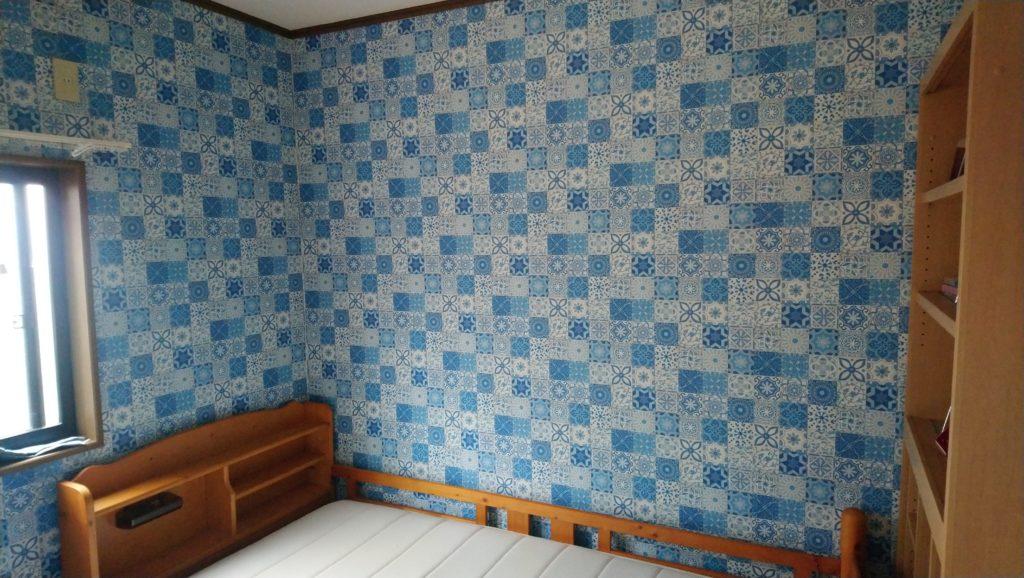 壁紙を張った部屋